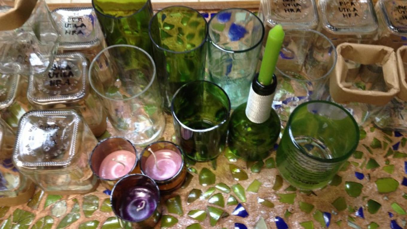 Glass recycling program- Help the island recycling bottles as drinking glasses/ Programa de recyclaje de vidrio- Ayuda a la isla a reciclar botellas como vasos. – BICA