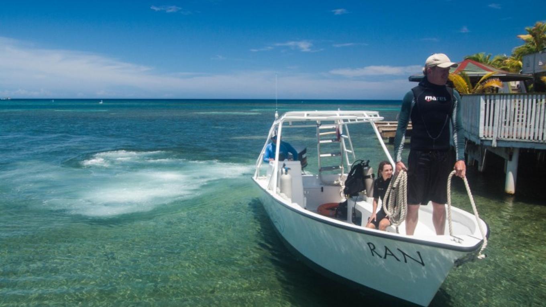 Roatan Divers' boat, Ran – Saaya Sorrells-Weatherford