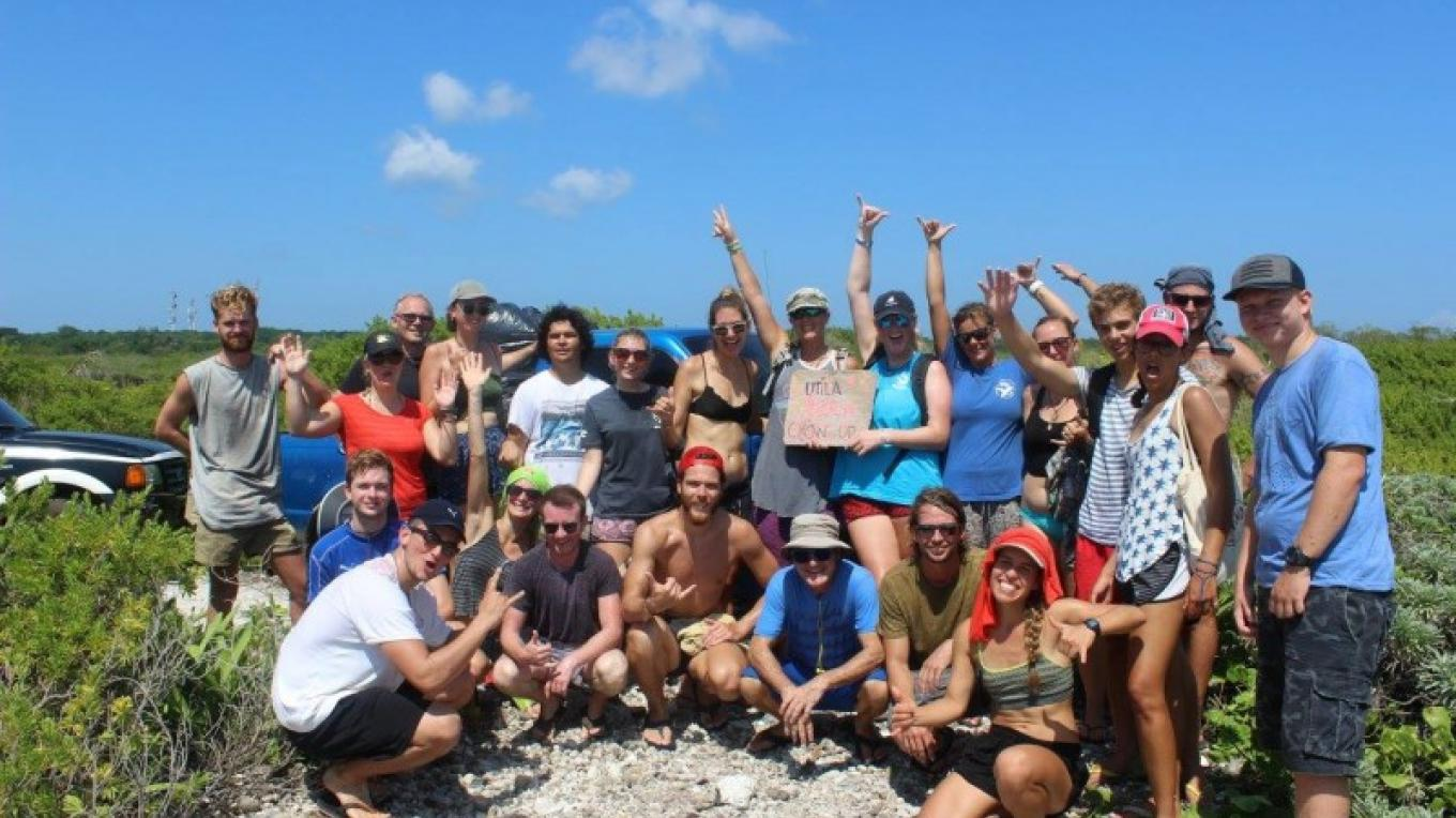 Various organizations from Utila collaborating for one important cause. – Utila Beach Cleanup