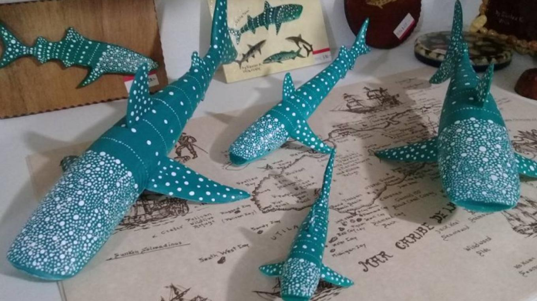 Gunter's Whale Shark statues / Estatuas de Tiburón Ballena de Gunter – Utila Handmade Co-op