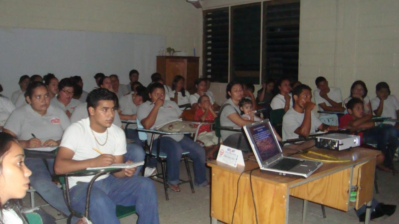 Environmental Education workshop to local schools/ Talleres de Educación Ambiental a escuelas locales – BICA volunteer