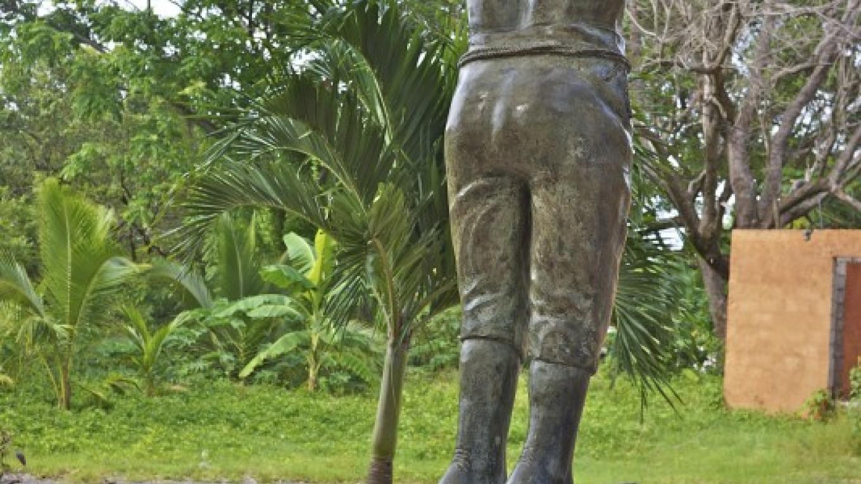 Satuye Monument / Monumento Satuye – Carey Satin