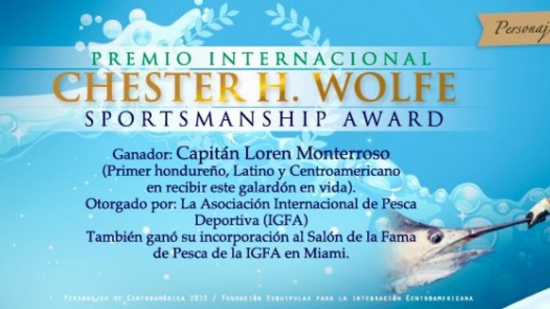 Loren Recieving his award in Miami / Loren recibiendo su premio en Miami