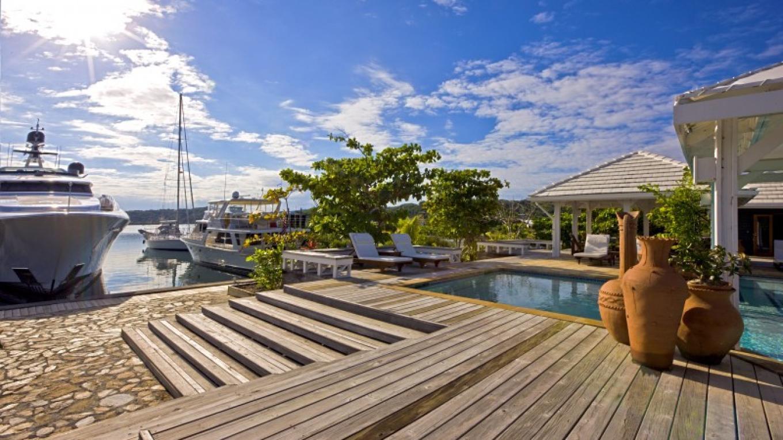 Full-service marina – Barefoot Cay