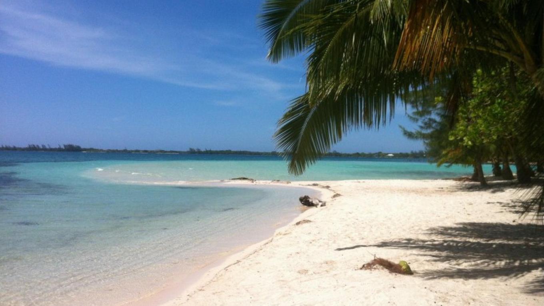 Idyllic Caribbean views / Vistas idílicas del Caribe – Adrian Jones