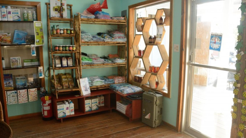 Inside the ECO Store / El interior de la tienda ECO – Manlio Martínez