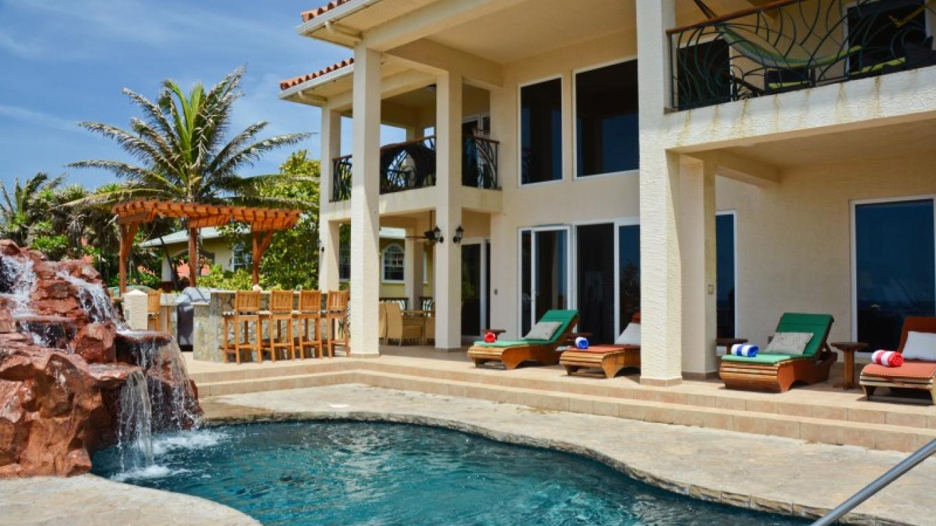 Casa Cascada has lots areas of pool side for relaxation with stunning sea views. – Ruth Healey-Elmore