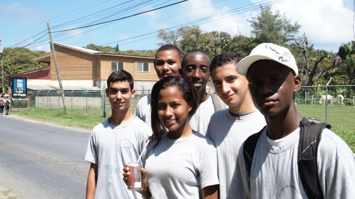 Teens also helped out with the clean up. – Manlio Martinez