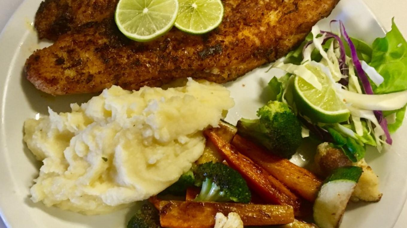 Blackened fish plater with vegetables and mashed potatoes – Ginger Rodack