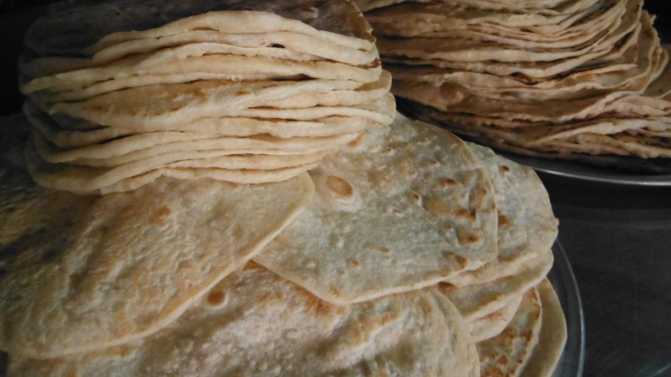 Delicious tortillas, featured in most of our dishes and used for our nachos, lovingly made every day / Tortillas deliciosas preparó todos los días – Kirsty Doig