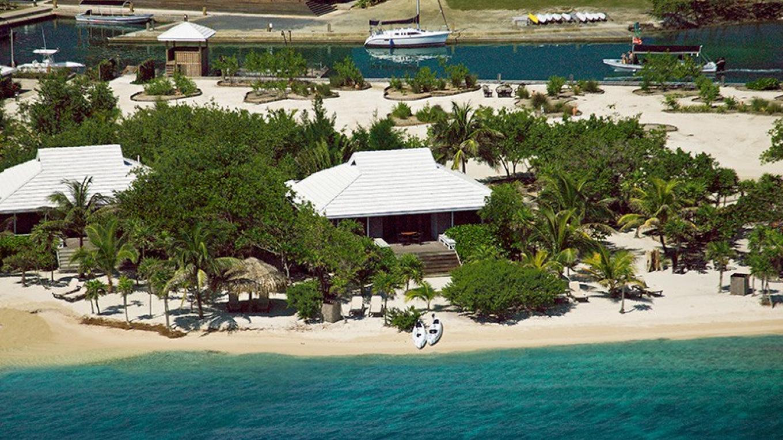 Luxury beachfront villas – Barefoot Cay