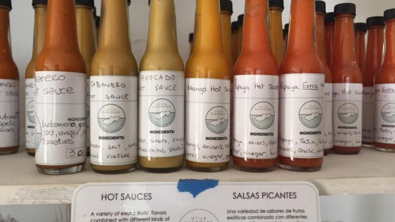 Hot sauces in every flavor! / Salsas picantes de todos los sabores! – Utila Handmade Co-op