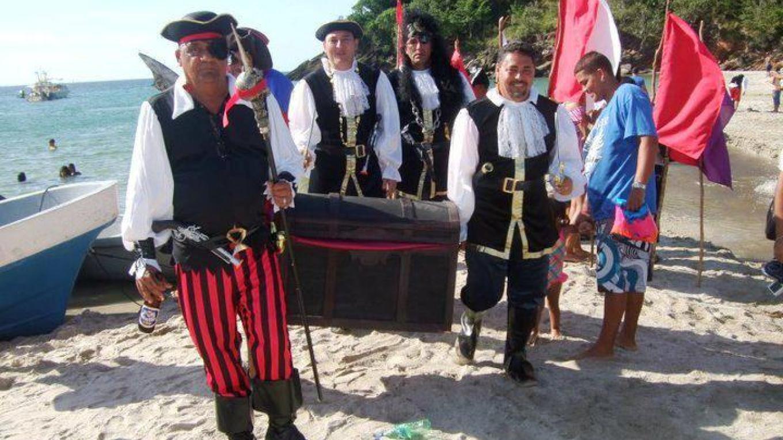 Columbus bearing gifts / Colón con los regalos