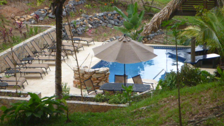 Upachaya pool/bar / Piscina/bar en Upachaya – Upachaya