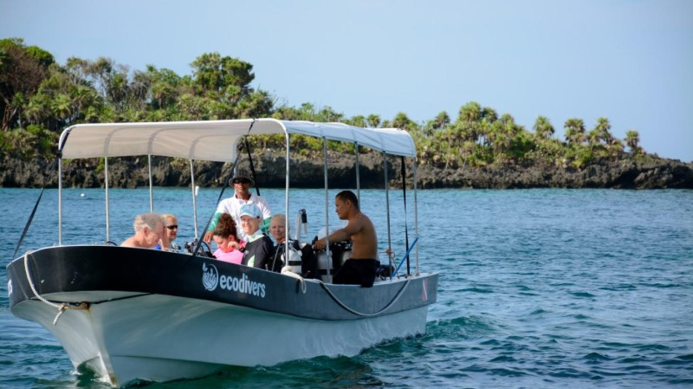 Catering to small groups, our dive boat fits the right amount of divers. – Manlio Martinez