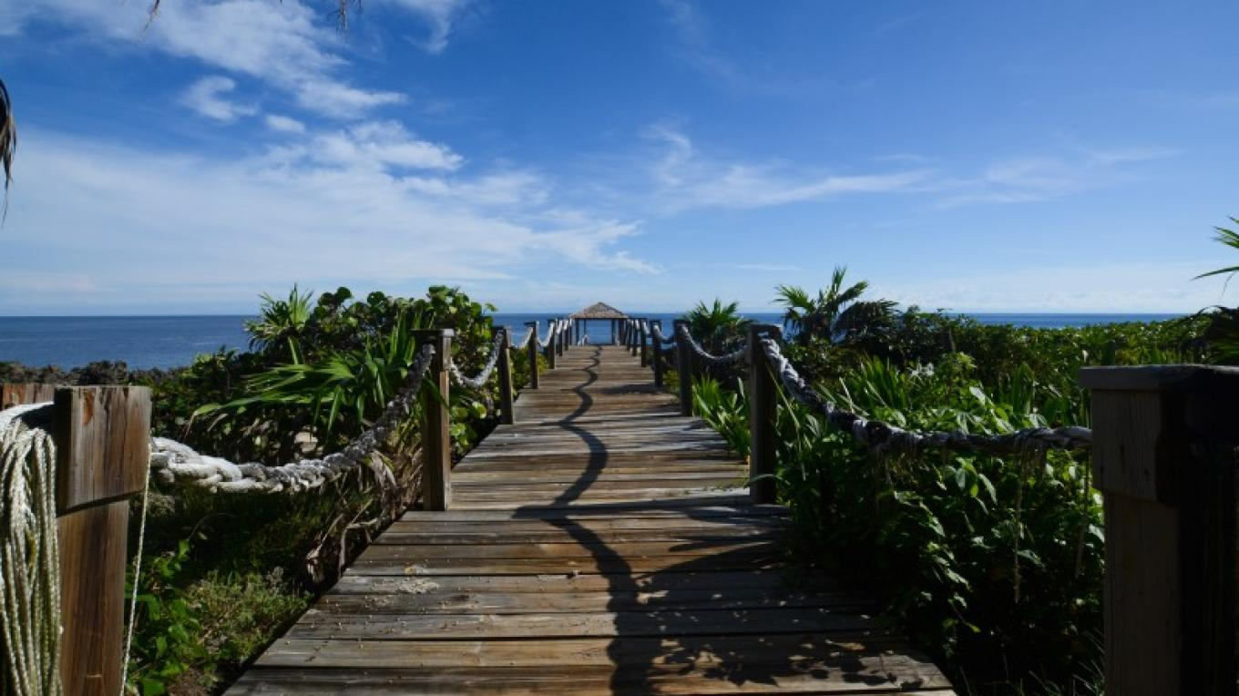 Walkway to the waters edge right next door to Annabel. – Ruth Healey Elmore