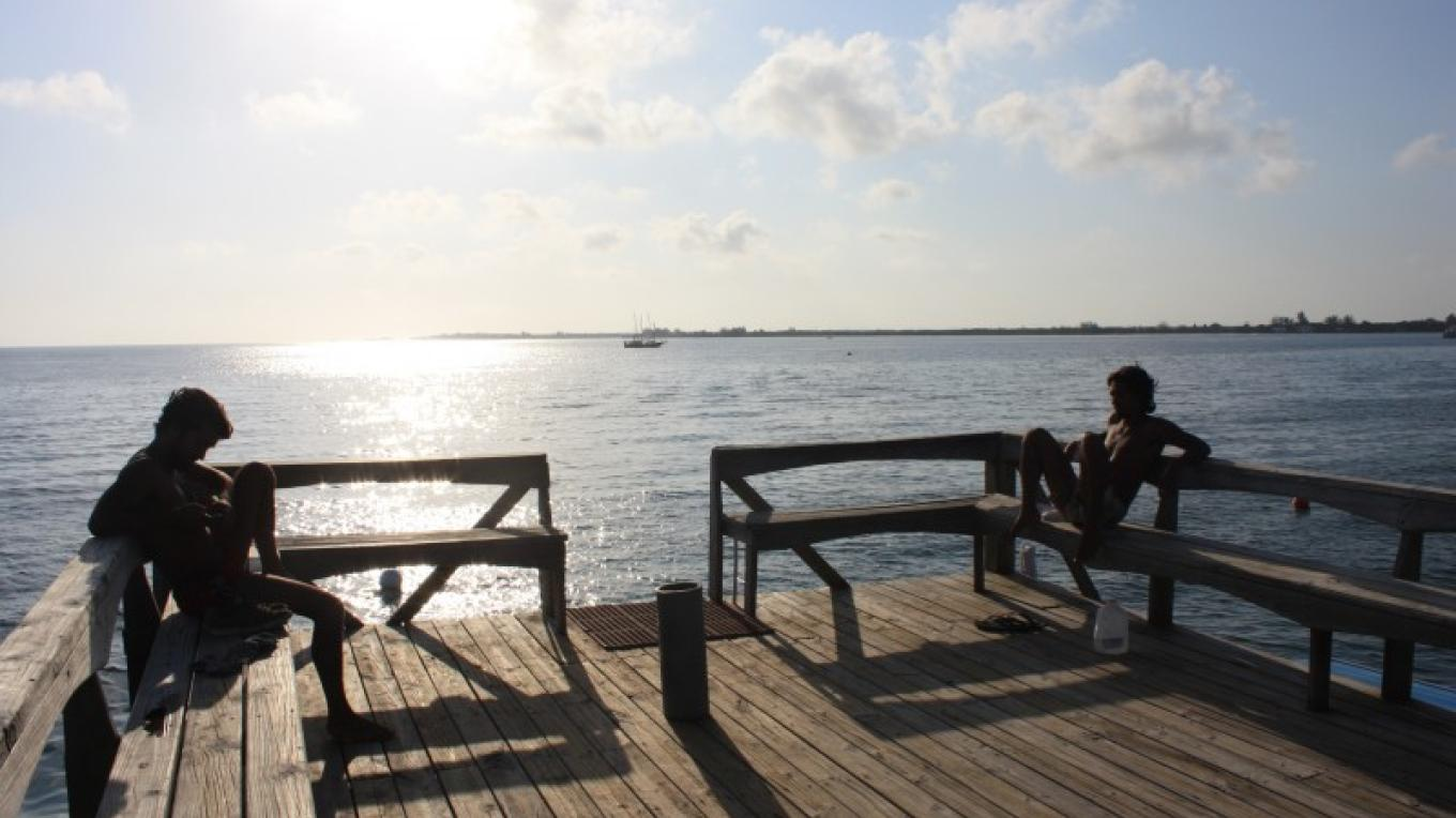 Sunset drinks on our dock. Here you can enjoy a view of the entire bay of Utila.