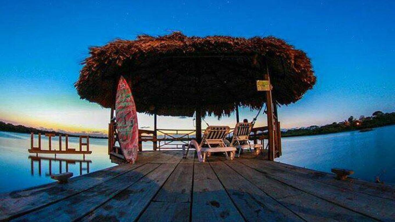 Oyster Bed Lagoon is also very well known on the Utilian culture for having its stunning Mangrove canal where you can get to experience exciting encounters with the wild and marine life of Utila – The Venue Utila