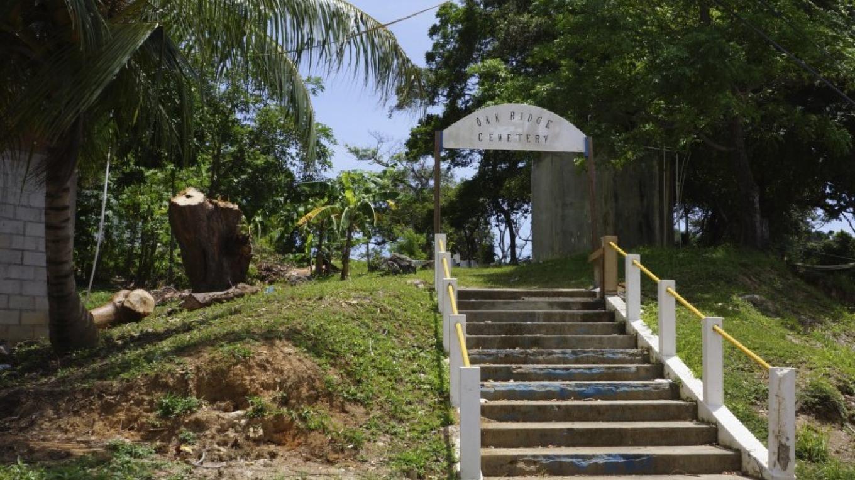 Cemetery entrance / La entrada del cementerio – Carey Satin
