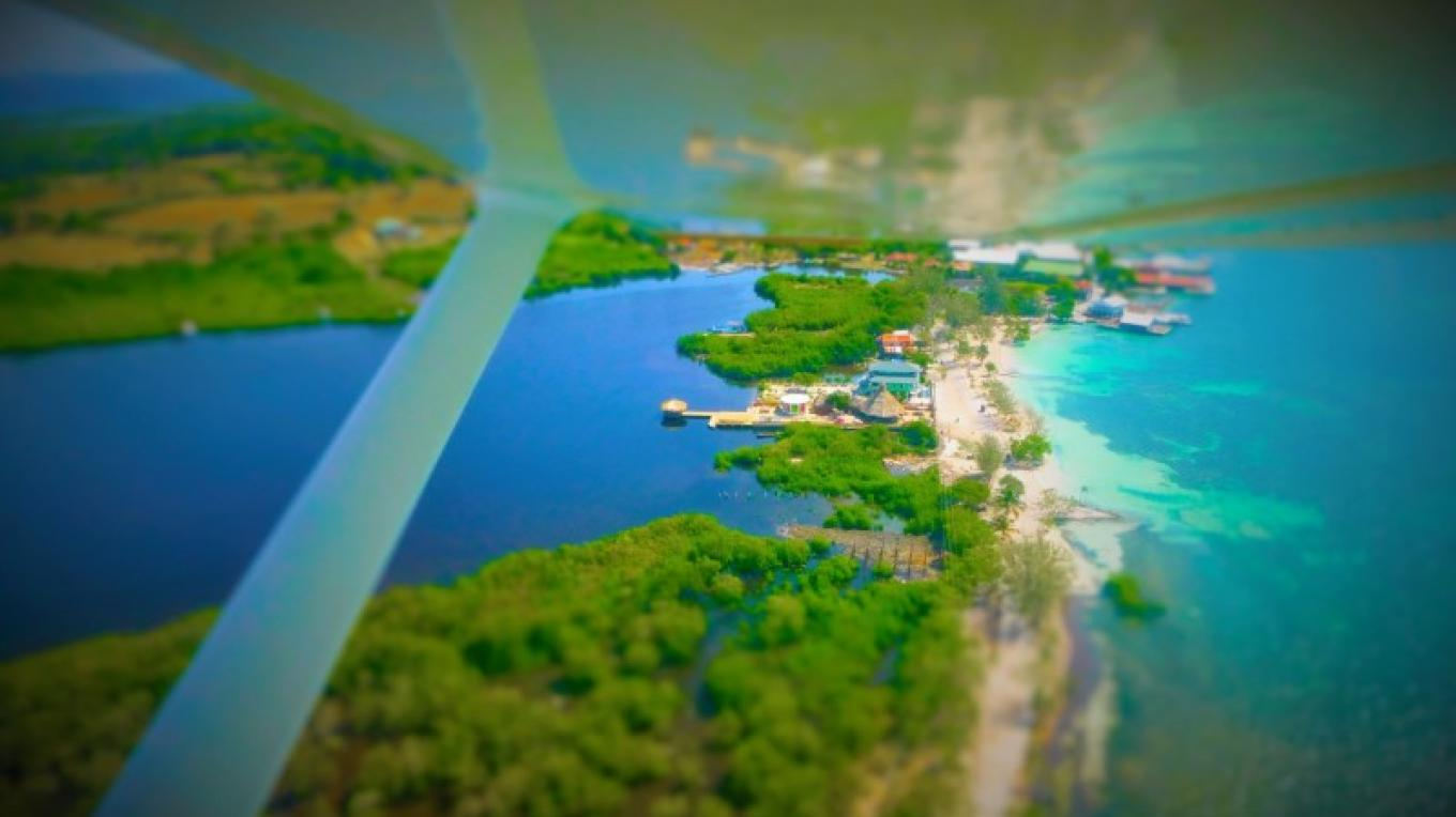 You can spot The Venue from your flight to Utila, Sorrounded by water Chepes Beach on the front (turquoise water) And Oyster bed Mangrove lagoon at the back. – The Venue Utila