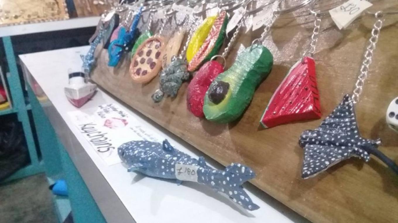 Recycled flip flop keychain collection / Colección de llaveros hechos de sandalias recicladas – Utila Handmade Co-op