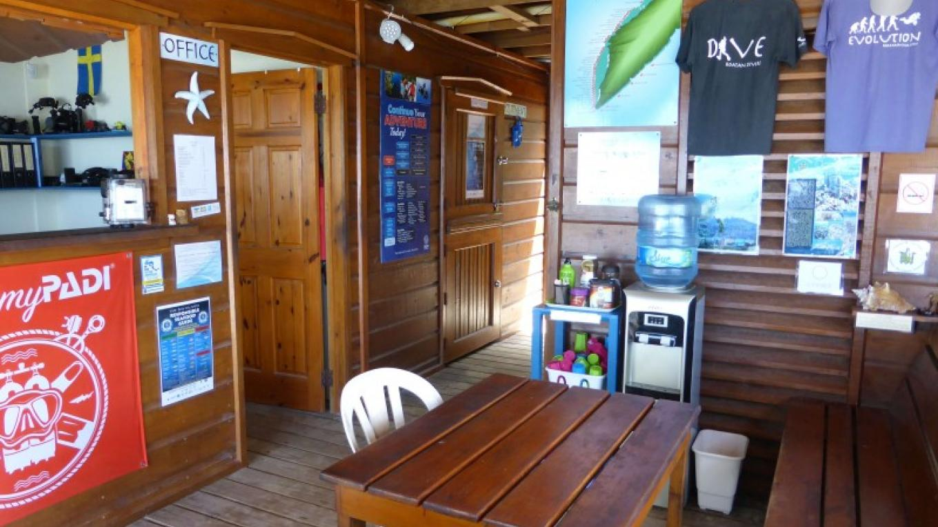 Roatan Divers seating area – Saaya Sorrells-Weatherford