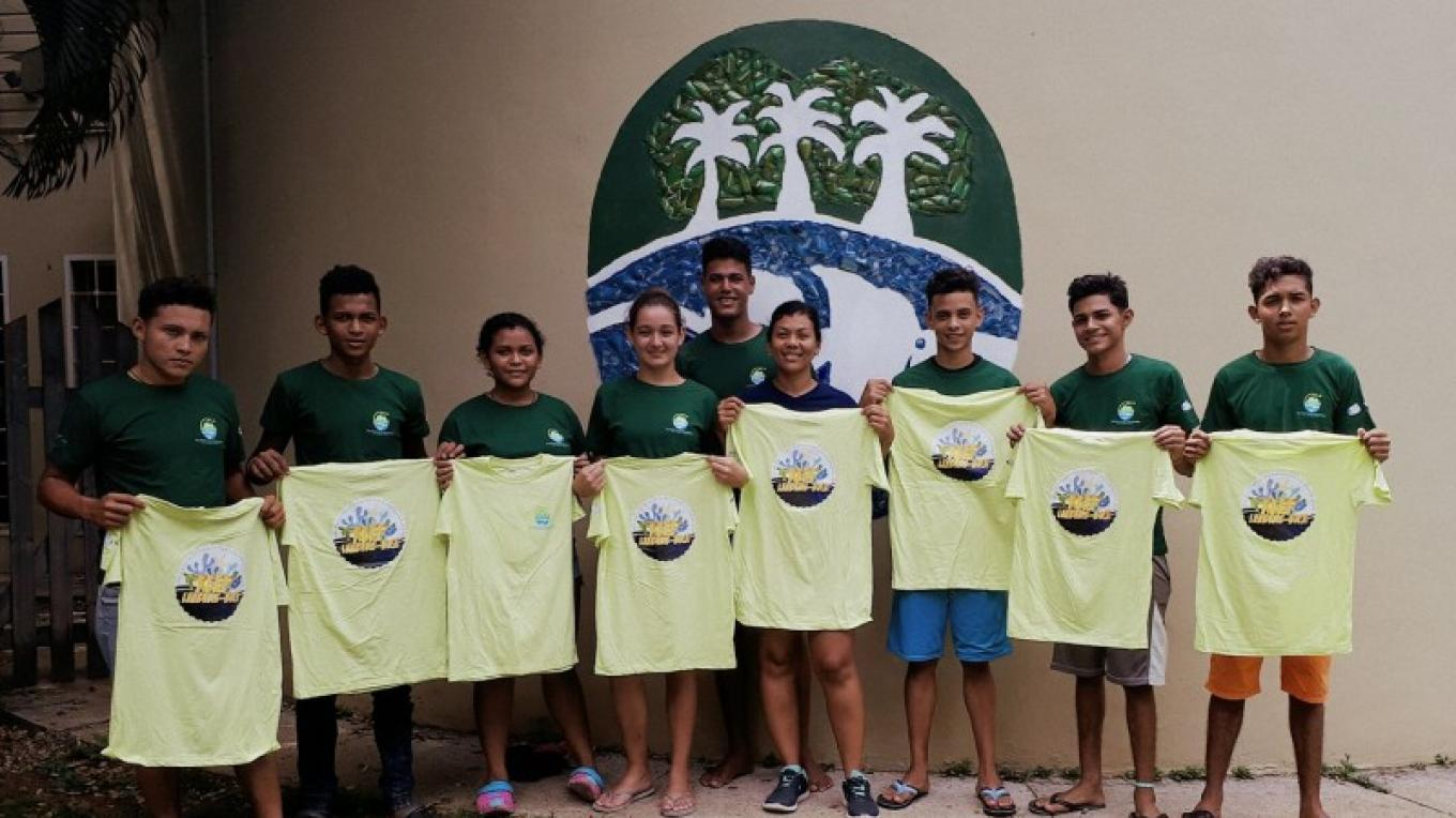 BICA's Reef Leaders, local students that are trained to lead conservation action within their community. – BICA volunteer