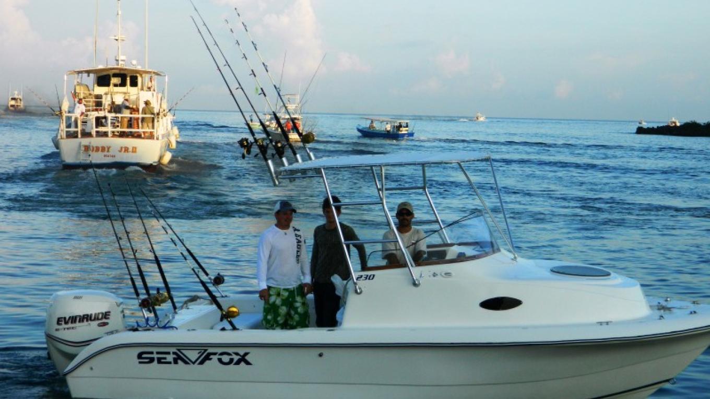 Boat headed out to sea, 1st fishing day / El barco en el mar, la día primera para pescando