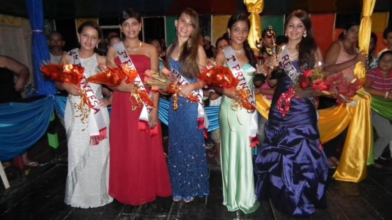 This years 2012 nominees for Queen / Las candidatas para la reina en 2012