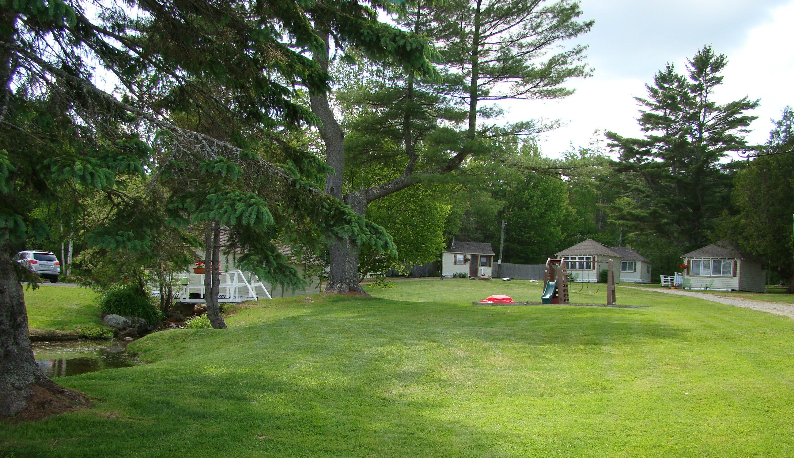 Park-like setting for cottages and motel