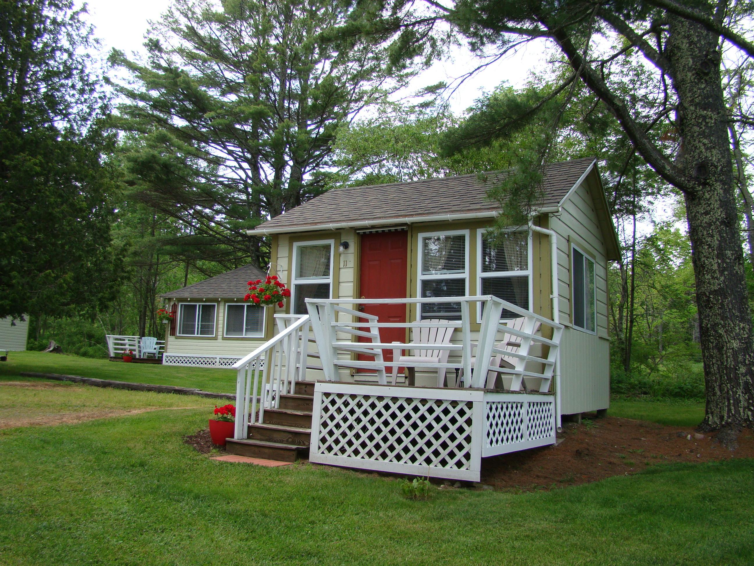 Bay Leaf Cottages and Bistro
