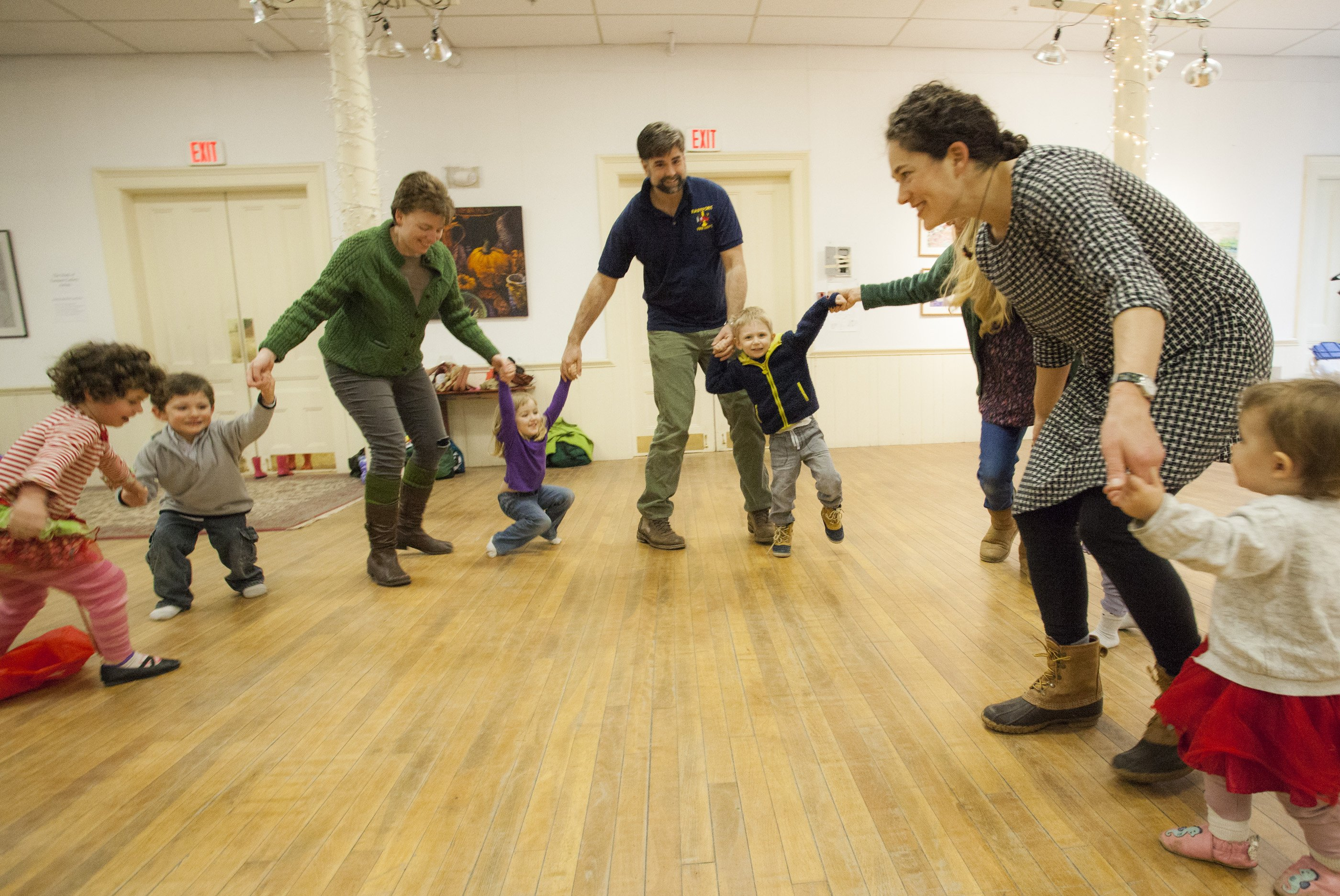 KinderArts attendees enjoyed a rousing Ring-round-the-Rosy.