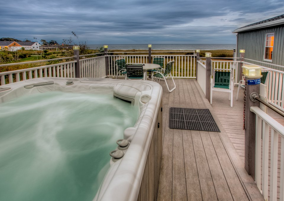 Outdoor Hot Tub with Ocean views - free for al guests