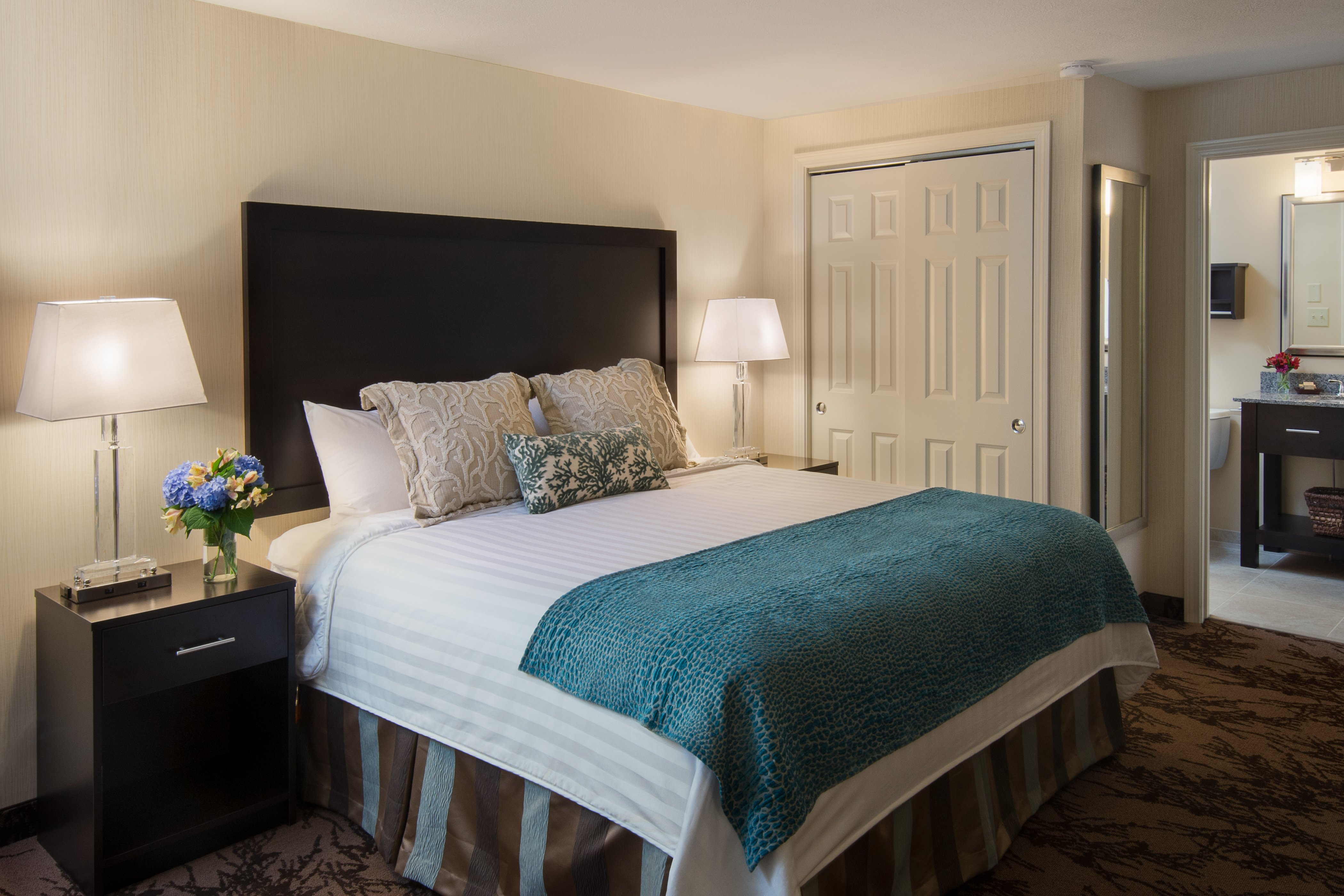 Our well-appointed guestrooms are the perfect choice for your Maine getaway.