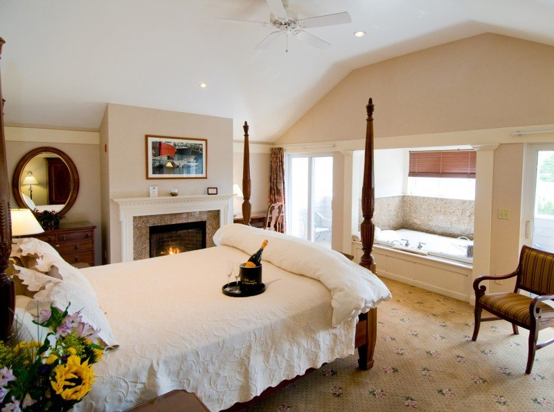Romantic Suites for Mother's Day Getaways in Maine at Meadowmere Resort Ogunquit