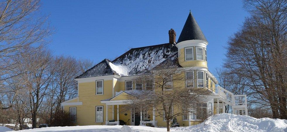 Hawthorn Inn main house in winter.