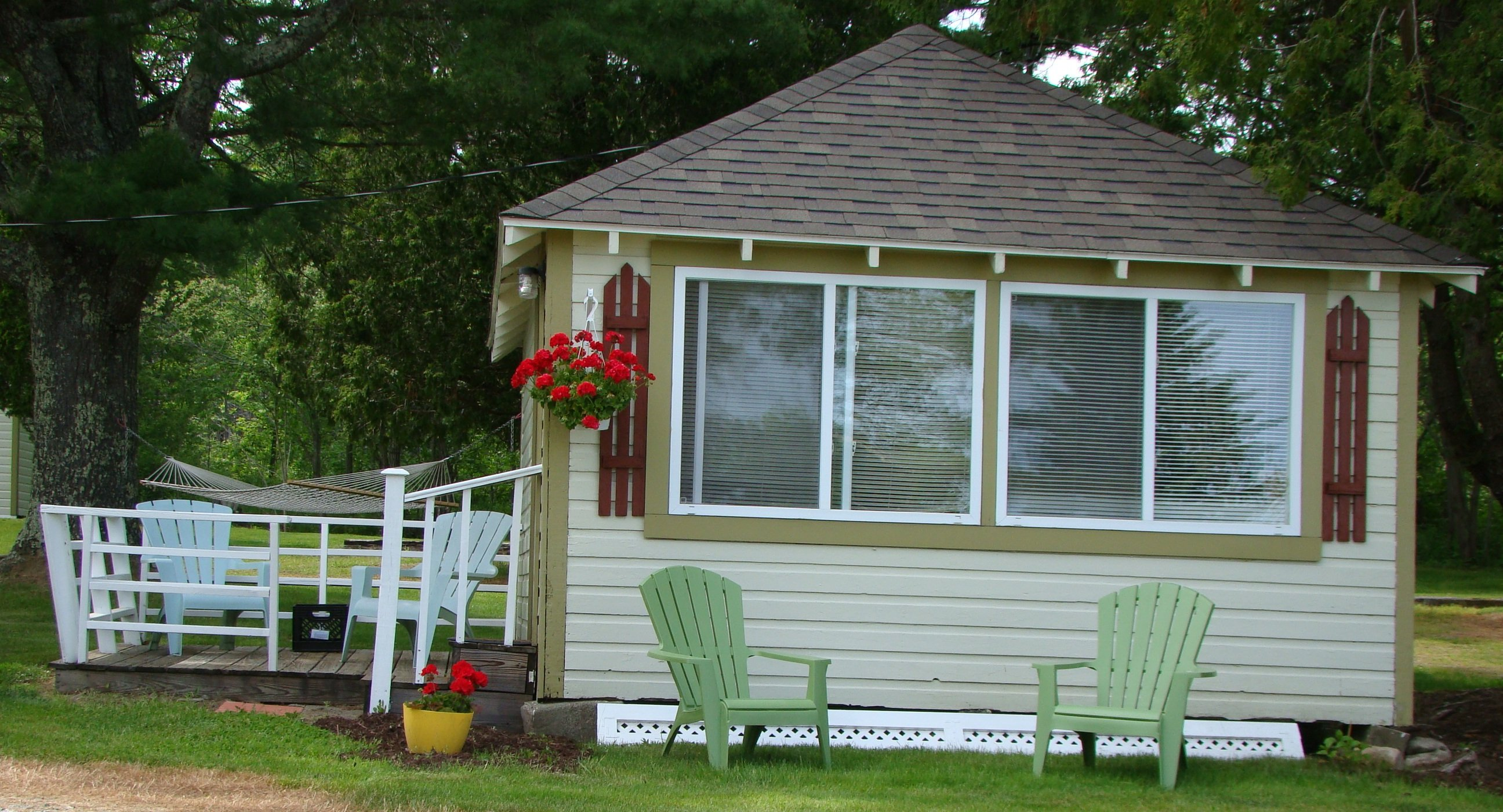 Deluxe one bedroom cottage (with kitchenette) - queen bed