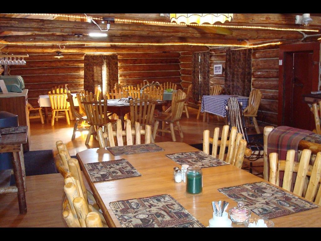 Dining Room seats 30