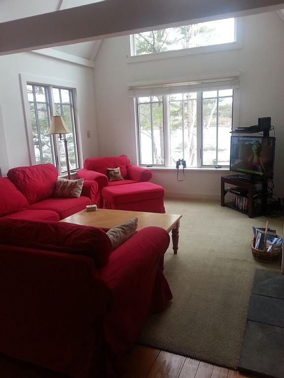 Water's Edge Retreat - Comfy family room w/TV, DVD, Fireplace, WiFi, Water views.