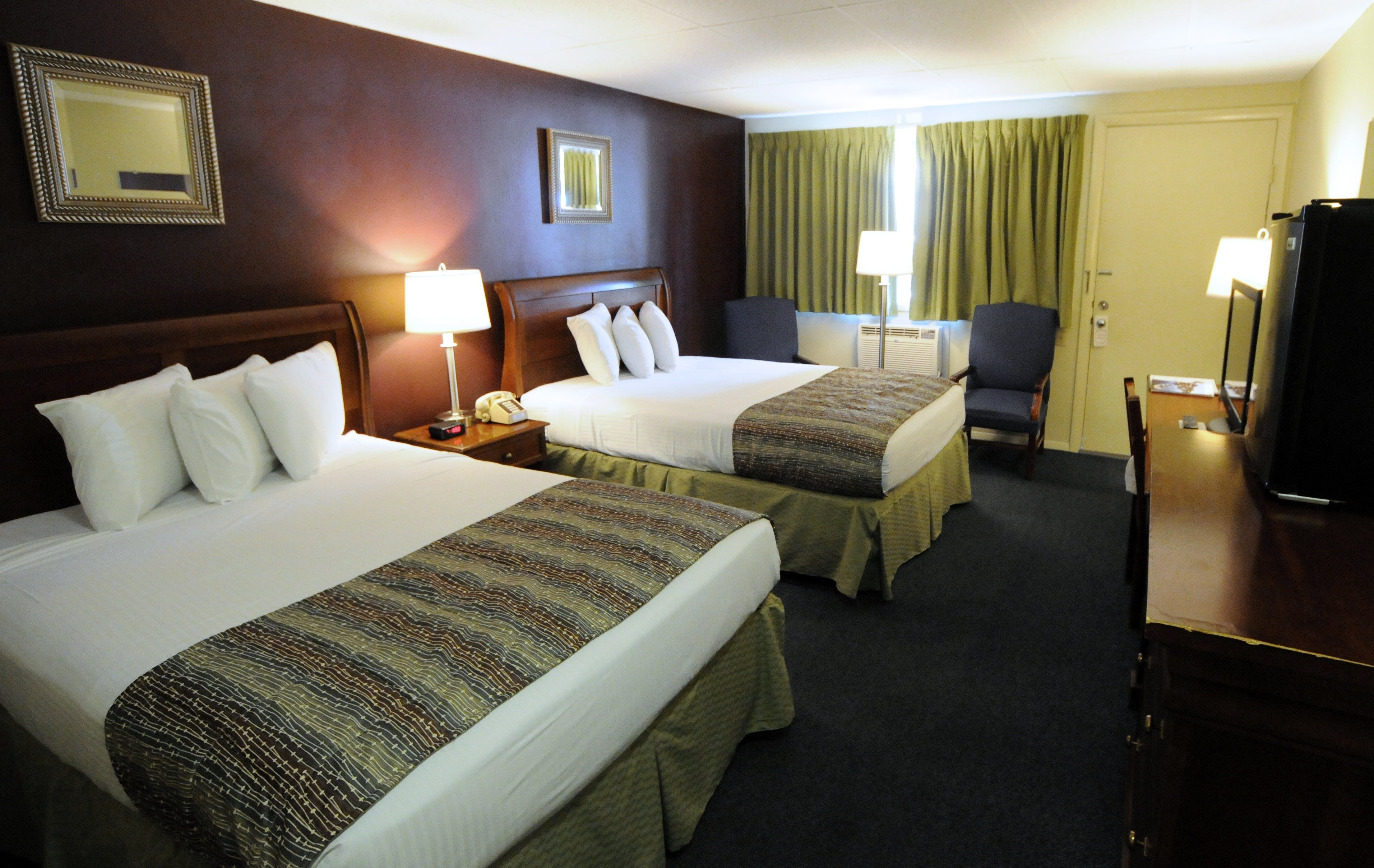 Economy room with 2 double XL beds