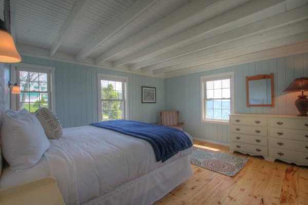 Starboard Oceanfront Cottage Guestroom at Spruce Point Inn Resort, Maine
