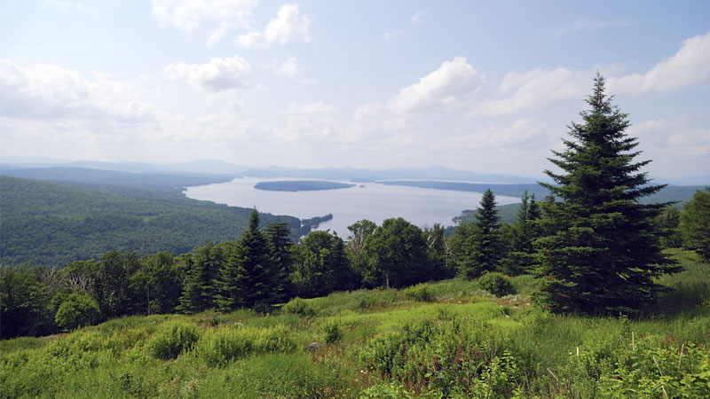 7 Must-Visit Trail Towns in Maine's Lakes and Mountains