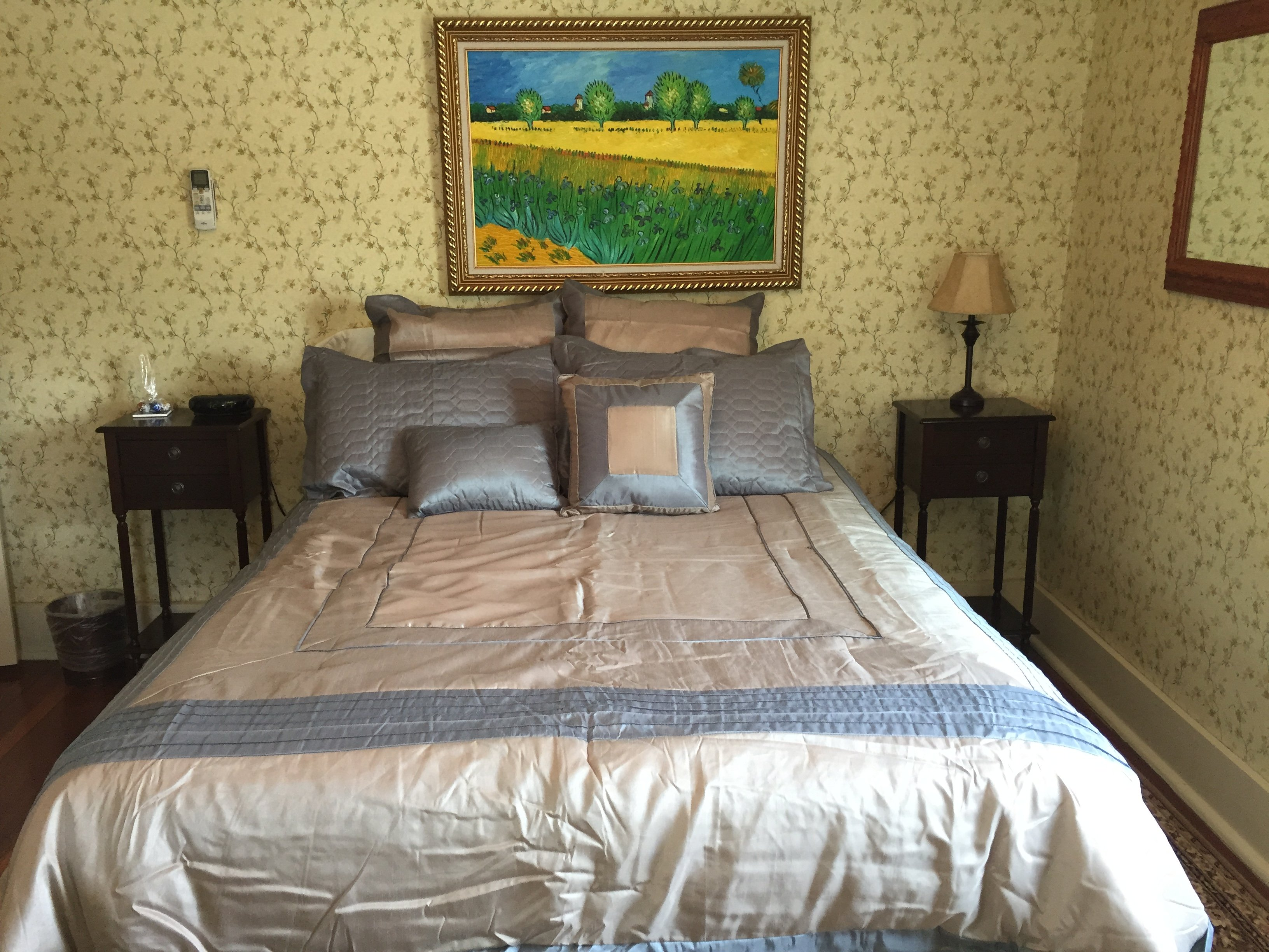 Room 1 - Queen bed / shared bath