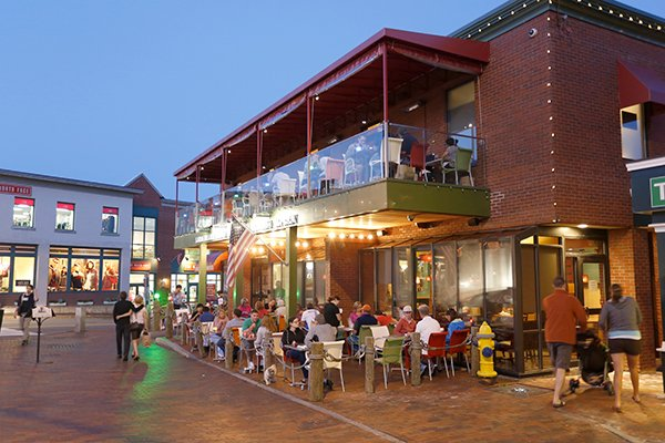 Outdoor Dining at Linda Bean's Maine Kitchen and Topside Tavern