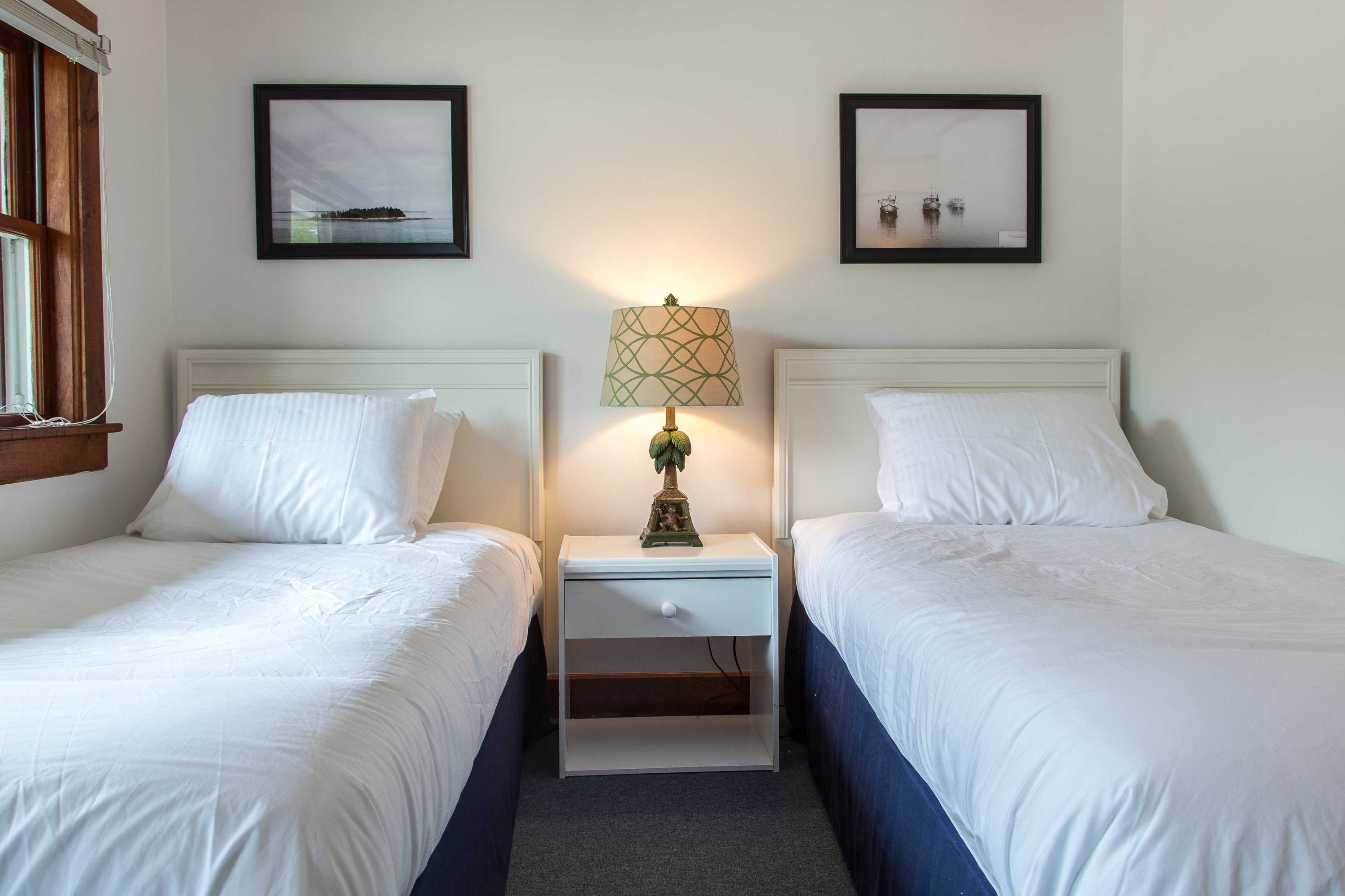 We offer 2 newly decorated twin rooms with a fridge, airconditioning, DirecTV and quality bedding. The duvet is so fluffy you won't want to get out of bed! The room comes with a private bathroom with shower and organic soap.