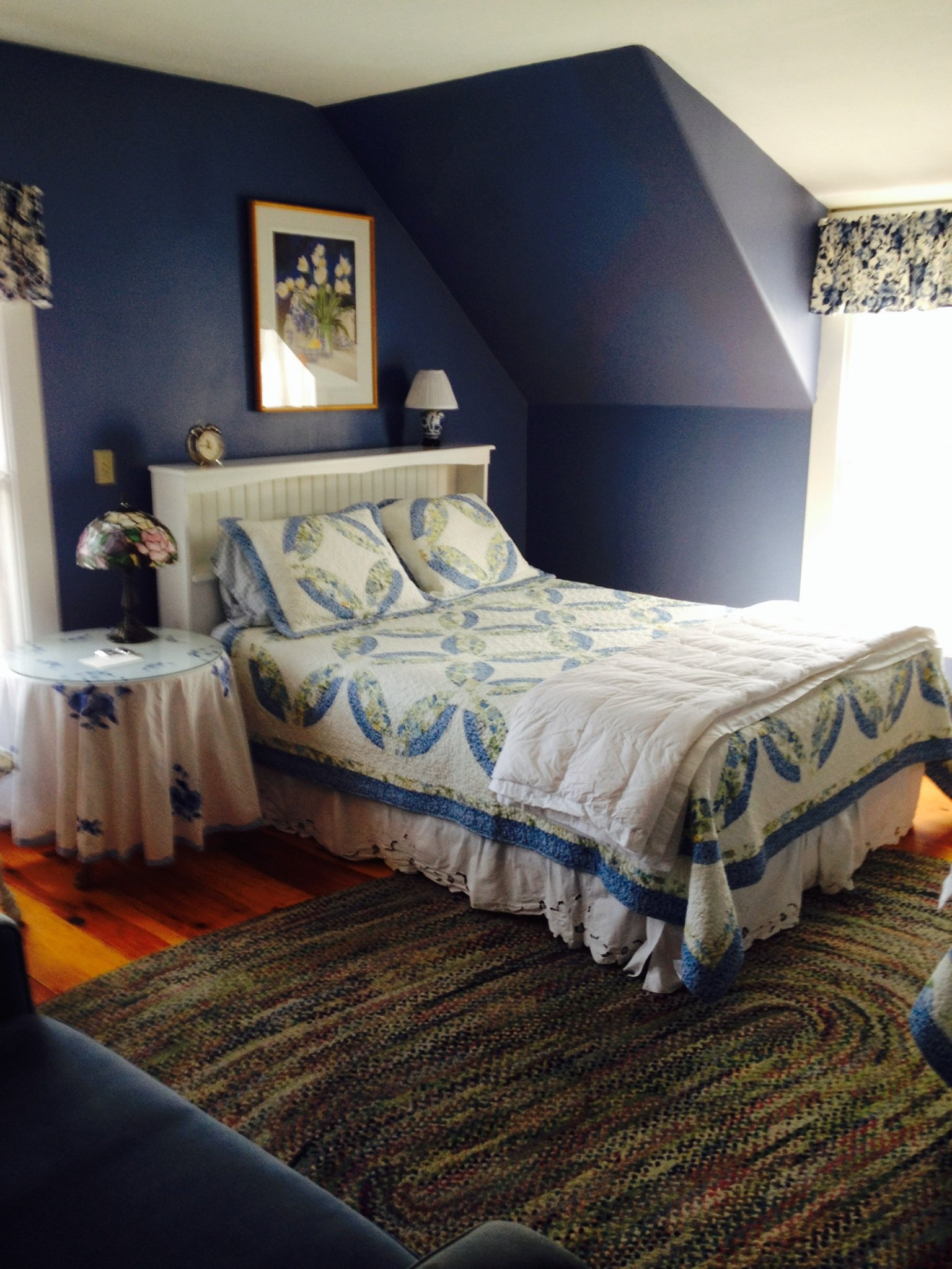 "The Blue room is bright and cheerful, featuring queen bed and twin bed - perfect for families or ""girlfriend shopping getaways!"""