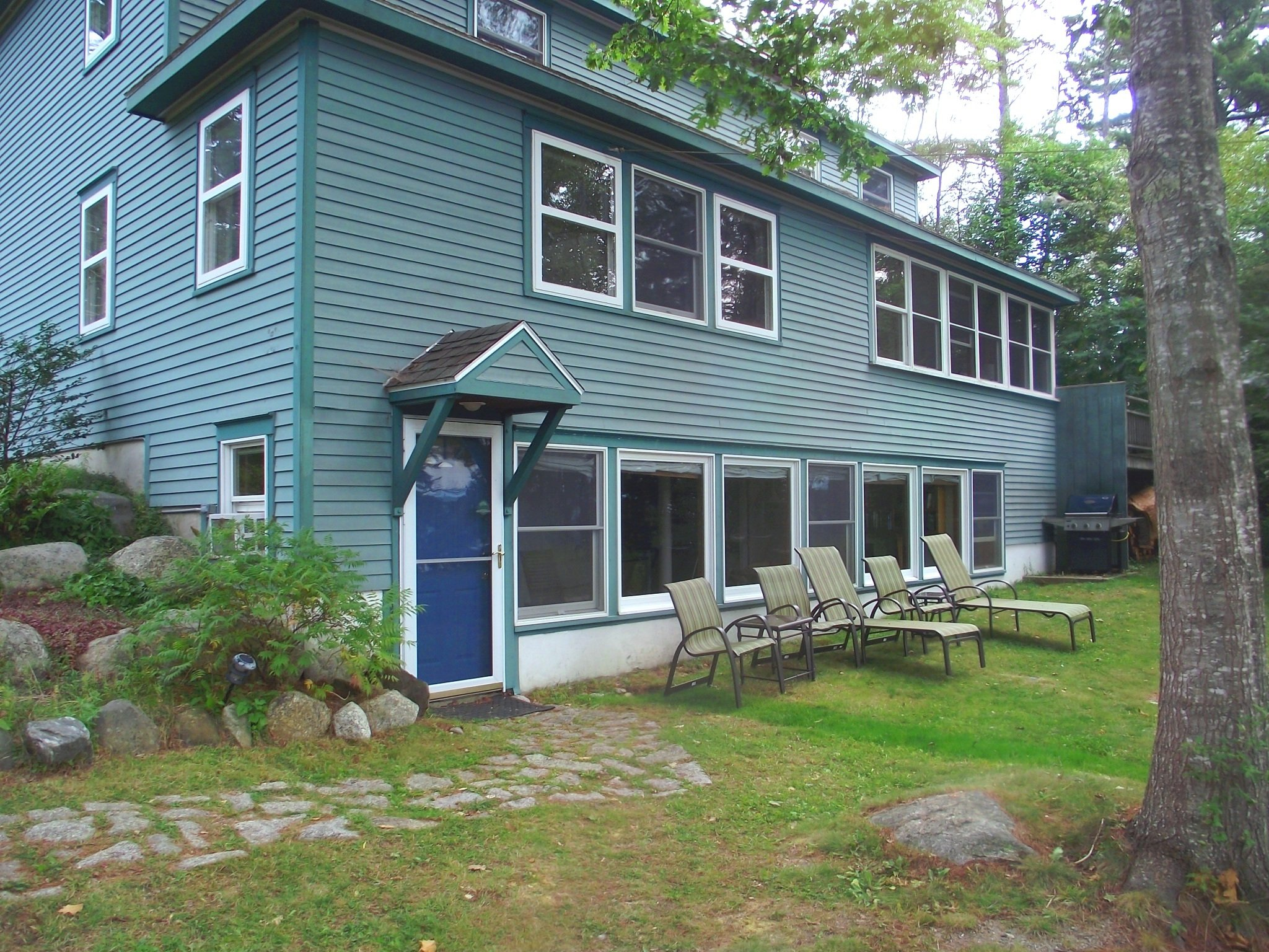 SeaCat's Rest is a ground floor apartment attached to our home with 1000 square feet , two bedrooms and a full kitchen, 100 feet from Frenchman Bay.