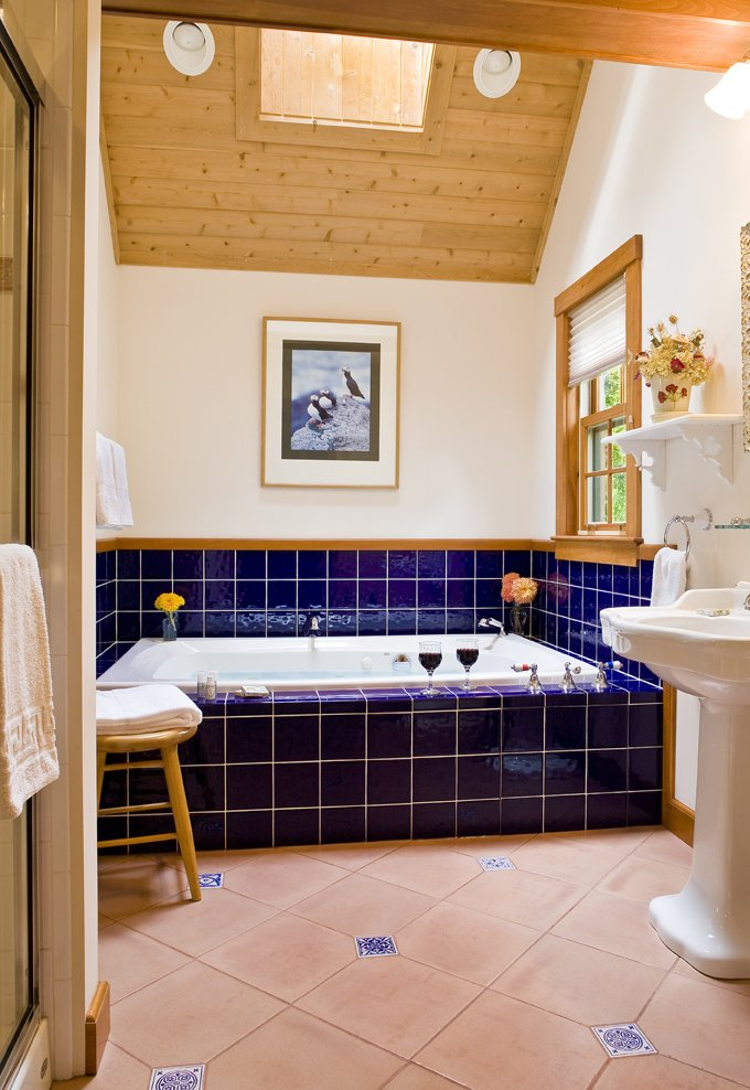 Puffin cottage spa tub