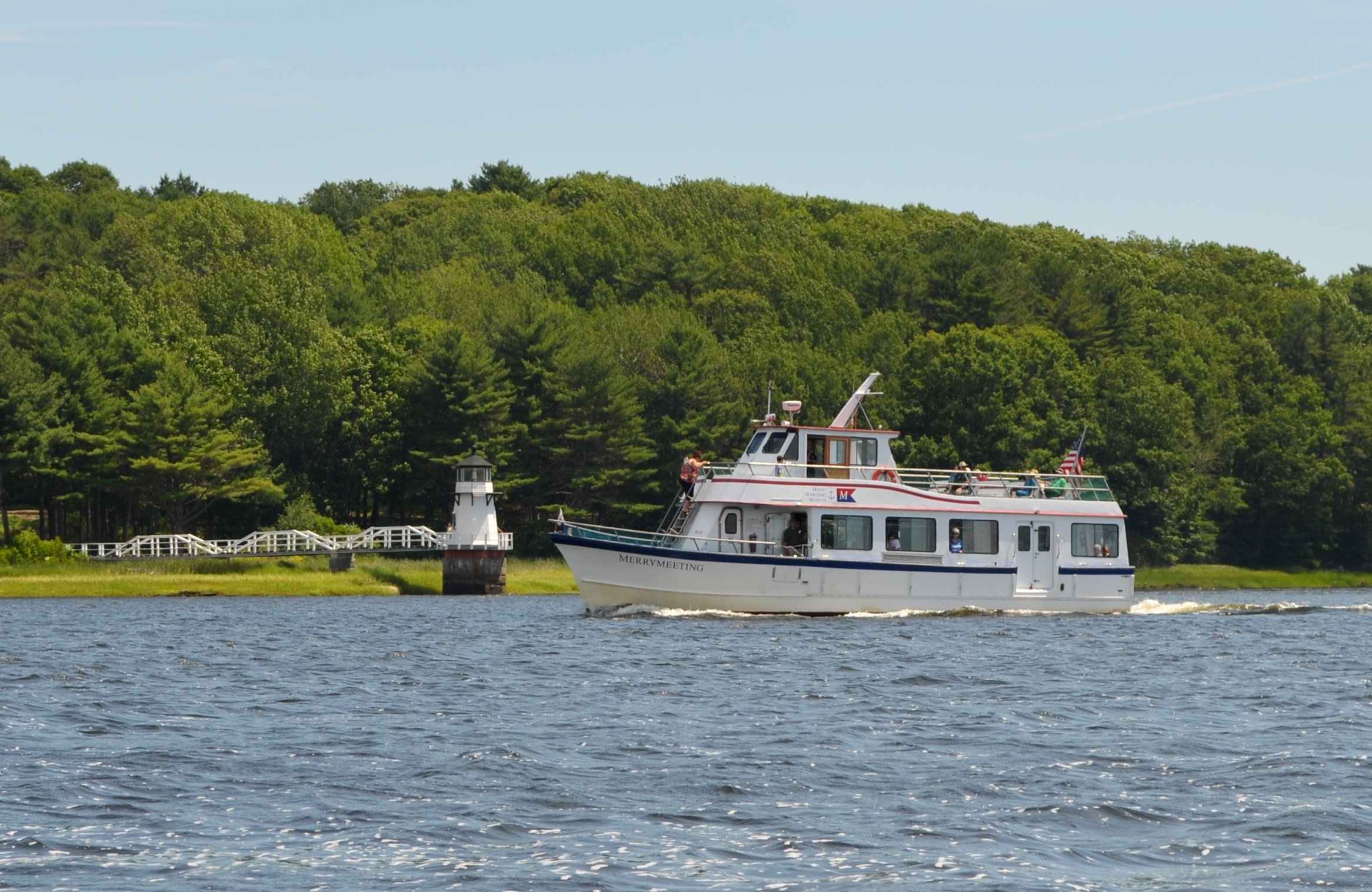 See up to 10 lighthouses on one of our daily cruises (May to October).