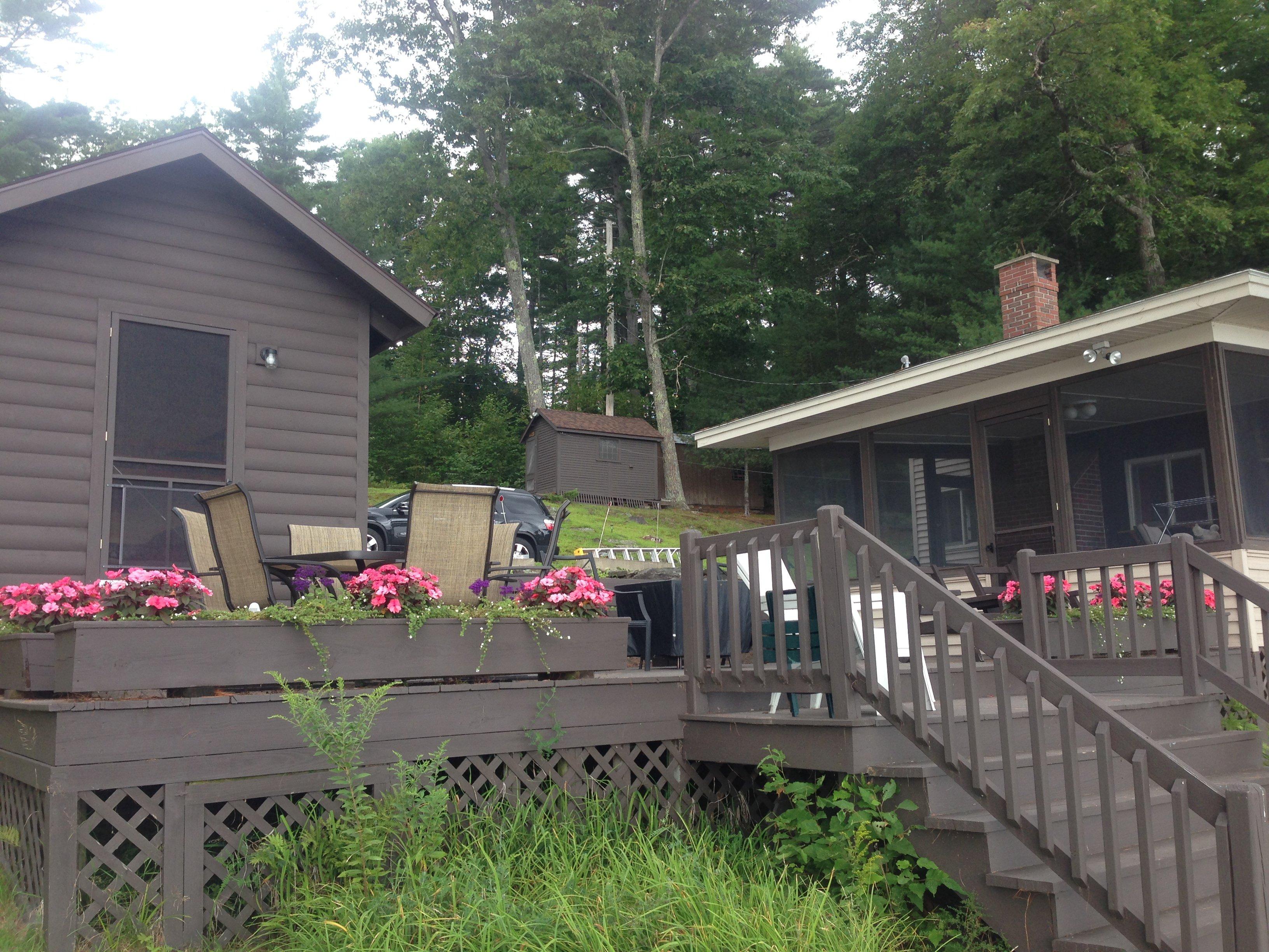 Cozy bunk house sleeps three, camp sleeps 4, so 7 total on Cobbosseecontee lake